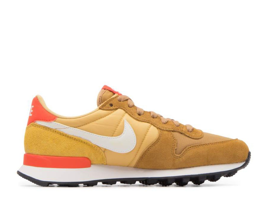 828407-207 Nike Donne Internationalist - Muted Bronze/Bianche-Wheat Gold