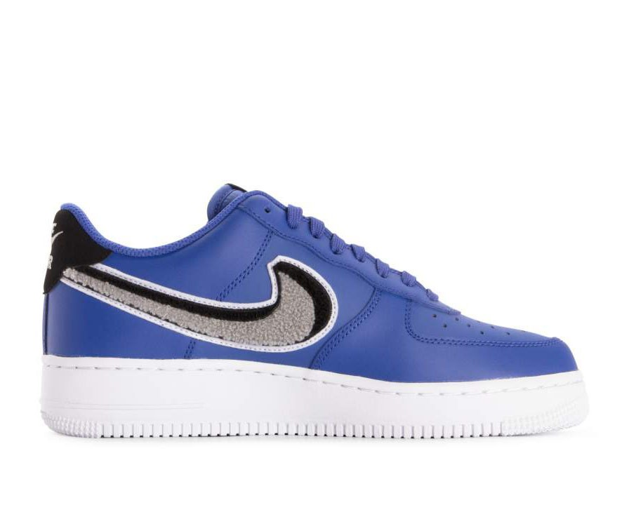 823511-409 Nike Air Force 1 07 Lv8 Scarpe - Game Royal/Grigio-Nere-Bianche