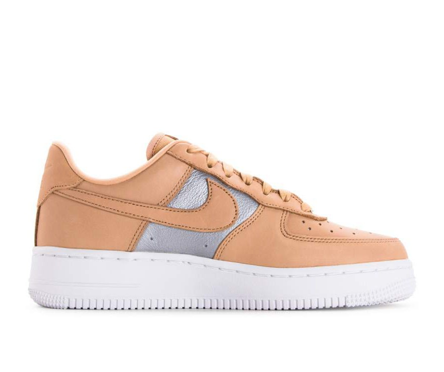 AH6827-200 Nike Donne Air Force 1 '07 SE Premium - Beige/Metallic Silver/Bianche