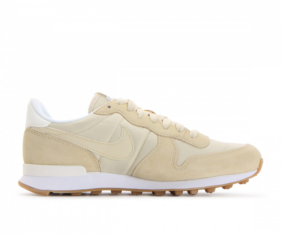 828407-206 Nike Donne Internationalist Scarpe - Fossil/Sail/Sail/Bianche